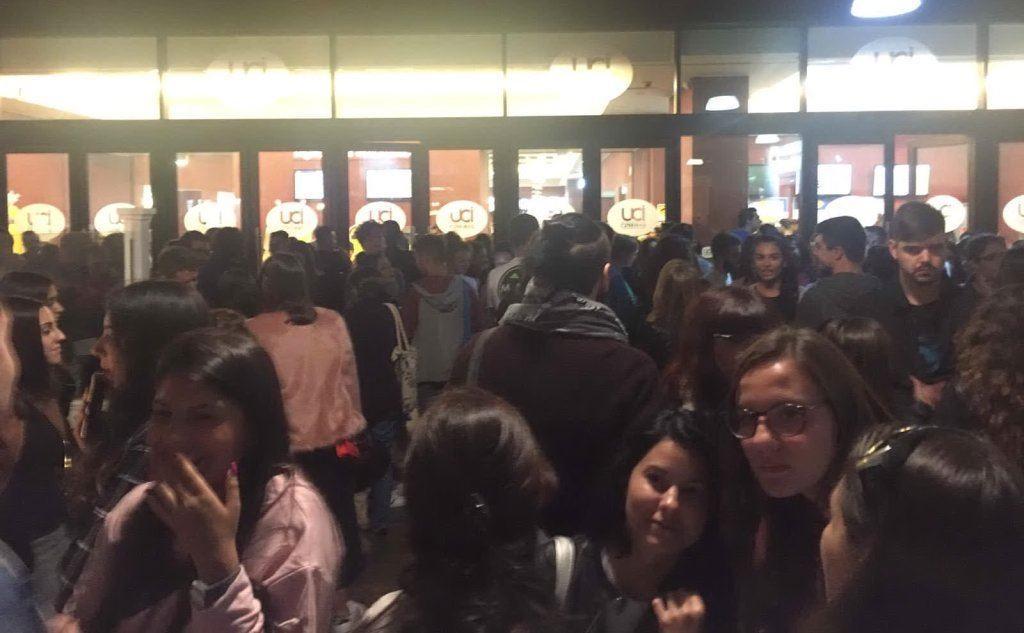 La folla in attesa della star all'Uci Cinema di Cagliari