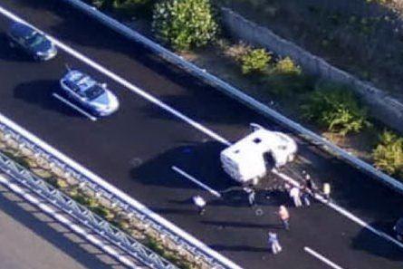 Assalto a un portavalori in autostrada: esplosivo e spari contro il blindato