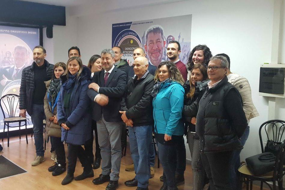 Macomer, il sindaco uscente presenta la sua squadra per le elezioni