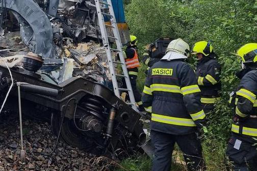 Incidente ferroviario tra due convogli: vittime e feriti