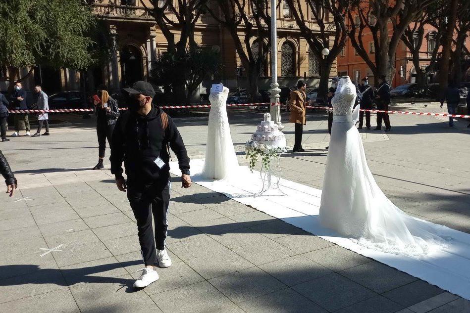Wedding ed eventi, la protesta in Piazza del Carmine