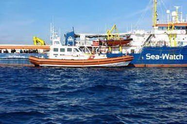Sea Watch ancora bloccata in mare con 47 persone a bordo