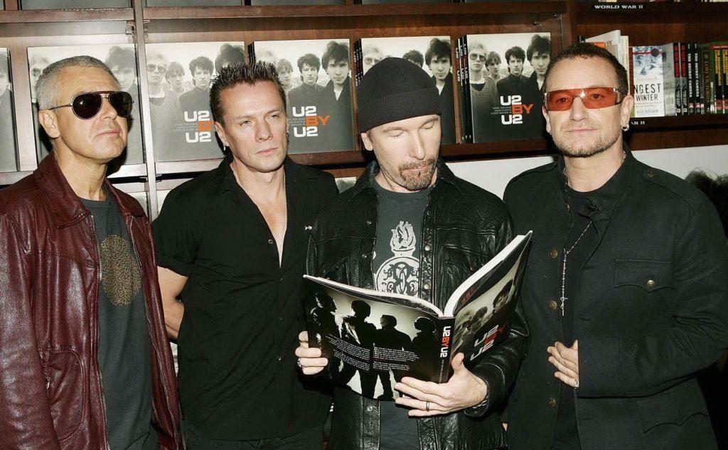 Gli U2 oggi: da sinistra Adam Clayton, Larry Mullen, The Edge e Bono