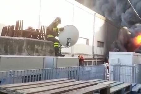 Sassari, vasto rogo a Predda Niedde: la lotta contro il fuoco