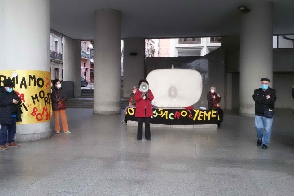 """""""Stop alle attività della Rwm"""": sit-in pacifista davanti al Consiglio regionale"""