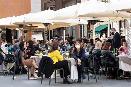 In Italia 4.578 nuovi positivi e51 morti in 24 ore