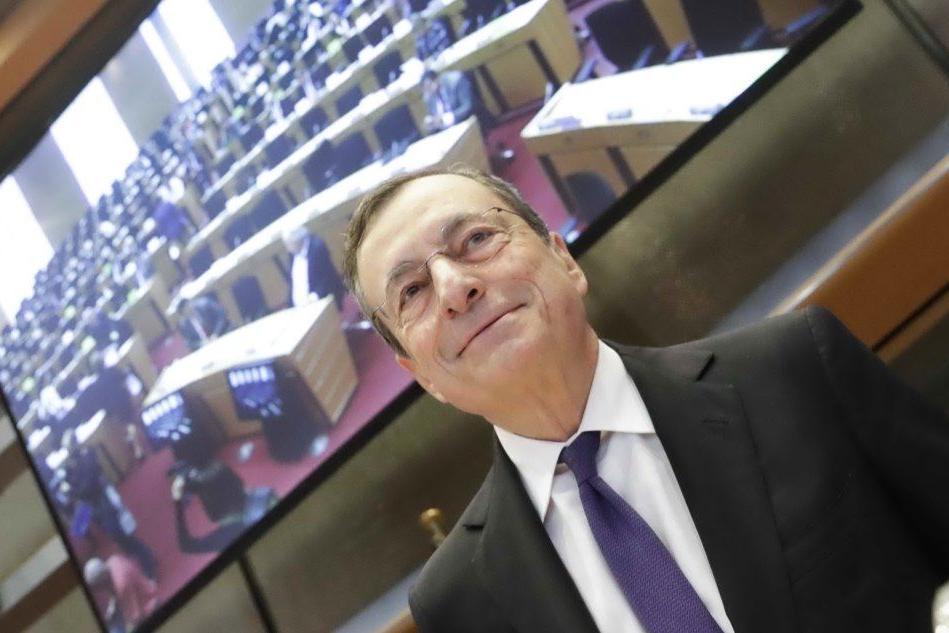 """""""Draghi salverà l'Italia"""": la stampa estera incorona l'ex presidente Bce"""