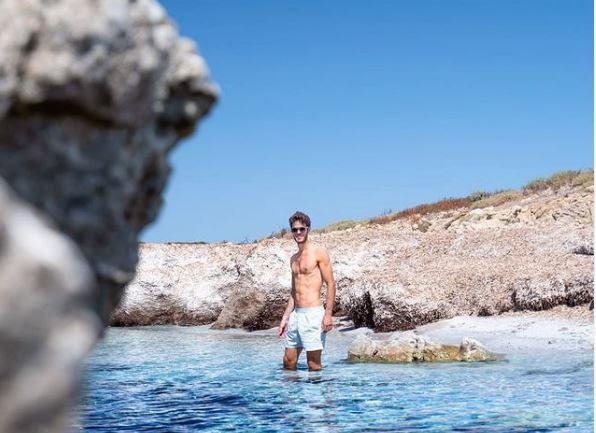 Stefano Oppo nel mare del Sinis