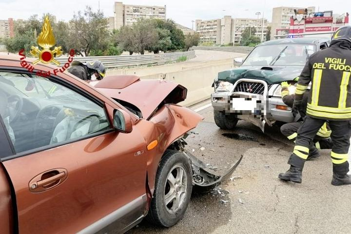 Incidente tra Suv e pick up a Sant'Elia, due feriti in codice rosso