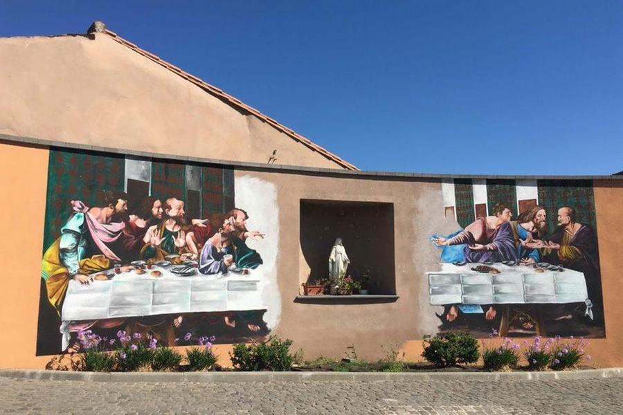 Baratili San Pietro: il Comune ordina la cancellazione del murale dell'Ultima cena