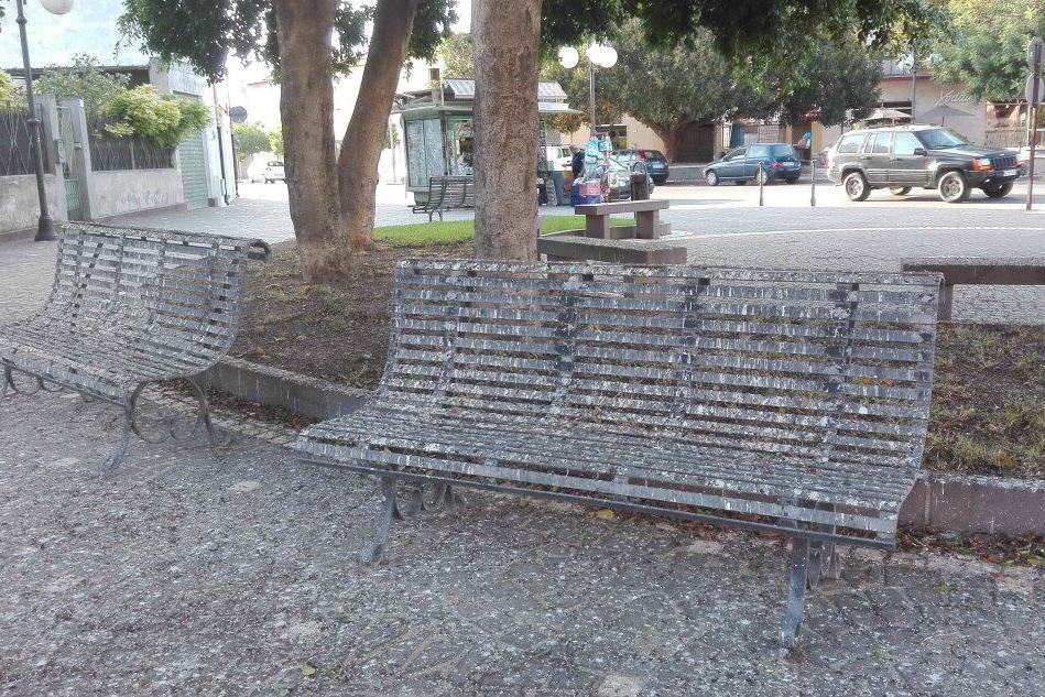 Serramanna: piazza Matteotti imbrattata dagli escrementi