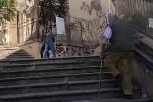 Scalette Santa Chiara, un ostacolo per i disabili