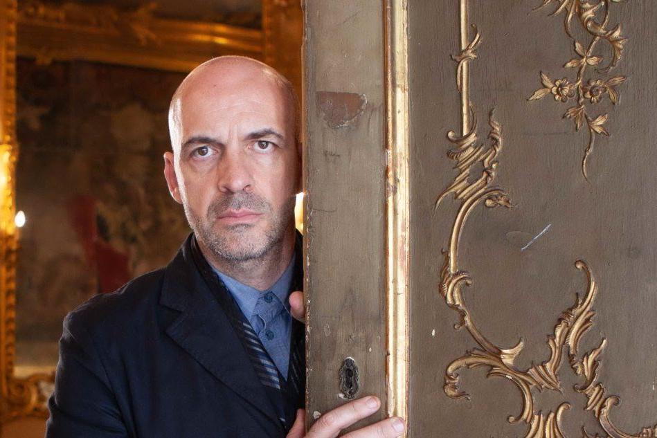 Antonio Marras e la sfilata tra i nuraghi