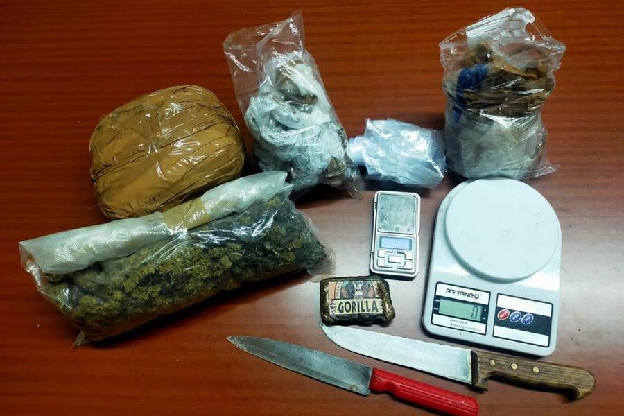 Capoterra, quasi un kg di droga nascosta nel bungalow: 31enne arrestato