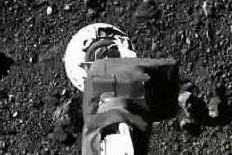 """Le suggestive immagini del """"touch and go"""" sull'asteroide Bennu"""