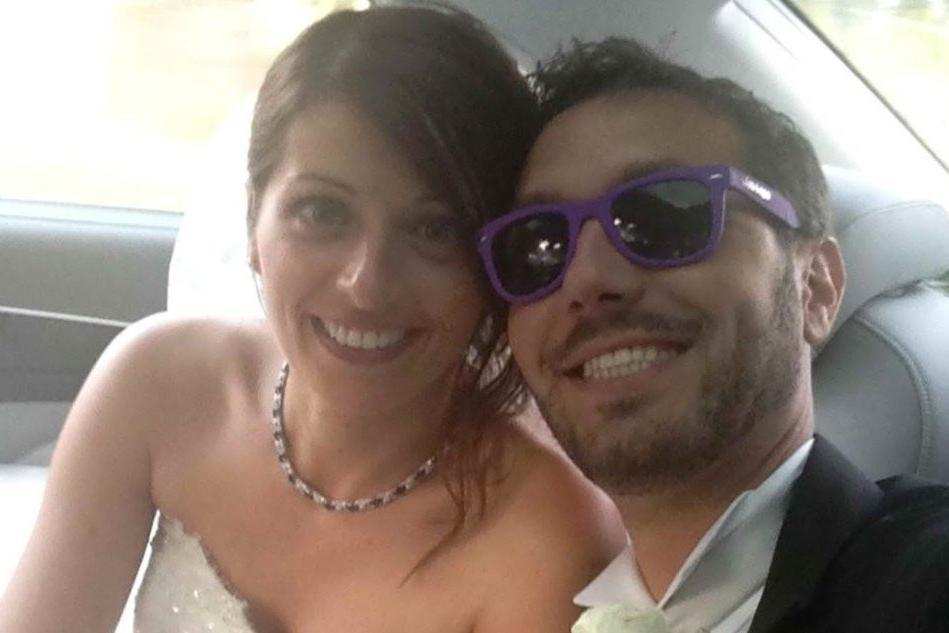 Una foto di Alice Gruppioni (S) e Christian Casadei, qui ritratti nel giorno del loro matrimnio