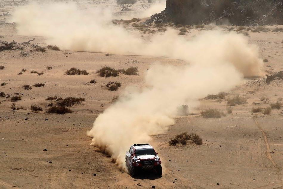 Lo spettacolo della Dakar 2020 nel deserto di Al Wajh