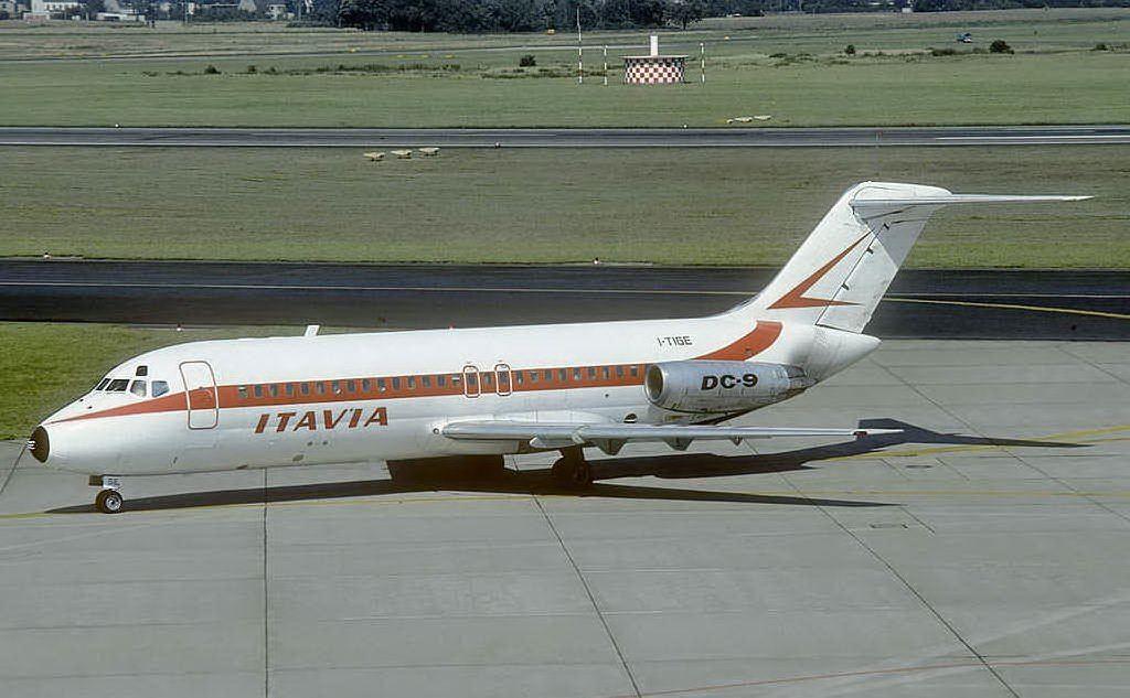 Un aereo Dc9 Douglas della compagnia Itavia identico a quello precipitato a Ustica (Archivio L'Unione Sarda)