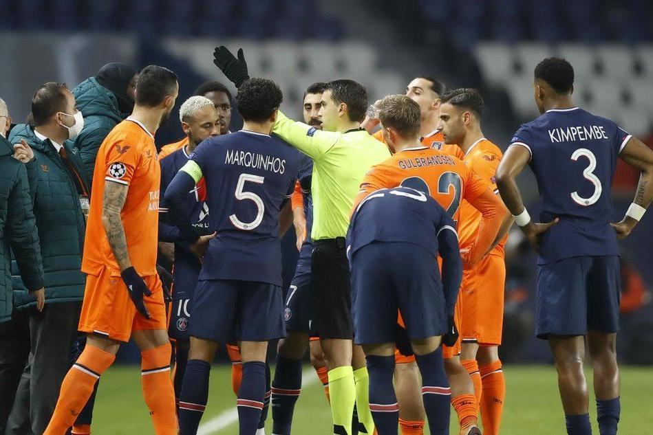 Impresa Juve col Barça. Razzismo a Parigi: il quarto uomo insulta un giocatore