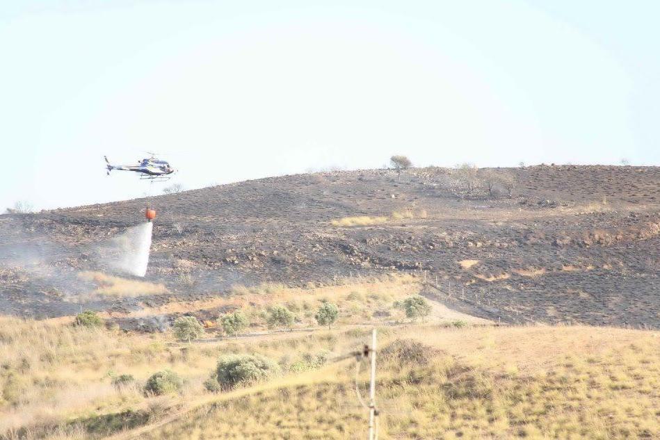 Incendio Furtei, intervengono gli elicotteri