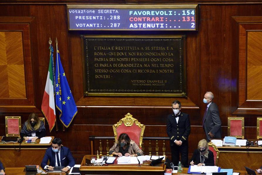 """Il Senato affossa il ddl Zan: ok alla """"tagliola""""con 154 sì, passa la proposta di Lega e FdI"""
