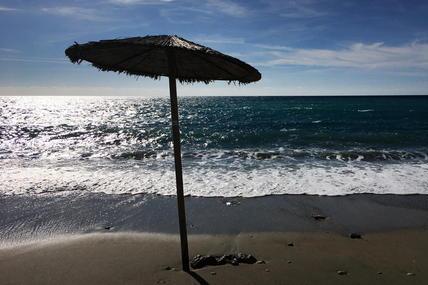 Quasi un italiano su due rinuncia alle vacanze: in molti scelgono agriturismi, campagne e campeggi. Spesso in Sardegna