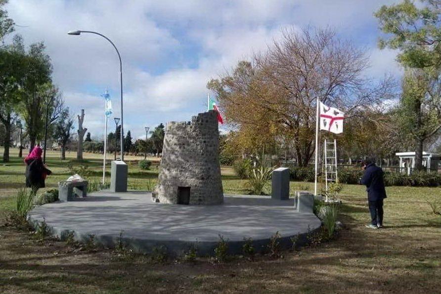 Il nuraghe costruito a La Plata (foto L'Unione Sarda)