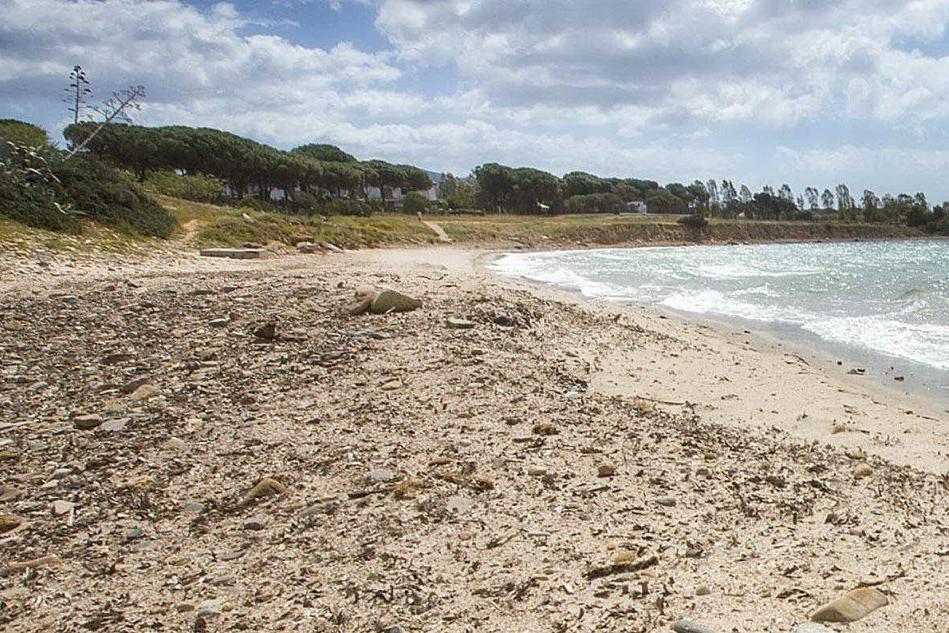 Quartu, denunciato l'uomo sorpreso a scattare foto ai bambini in spiaggia