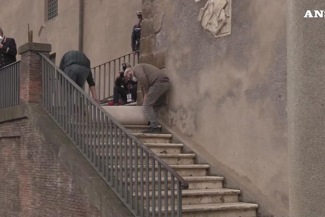"""Roma, Raggi passa le consegne a Gualtieri: """"Il sindaco è il mestiere più bello e complesso"""""""