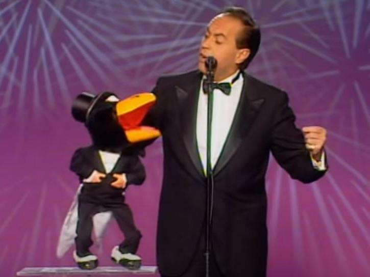 """Arrestato JoséLuis Moreno, il ventriloquo che """"dava la voce"""" al corvo Rockfeller"""