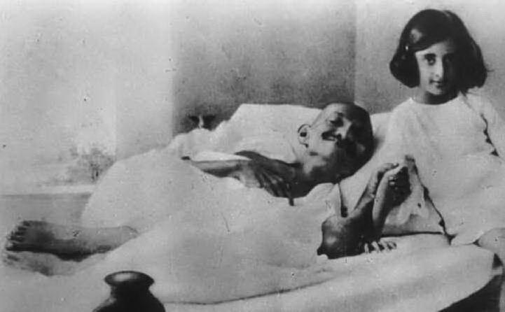 Durante un digiuno con Indira (foto Wikipedia)