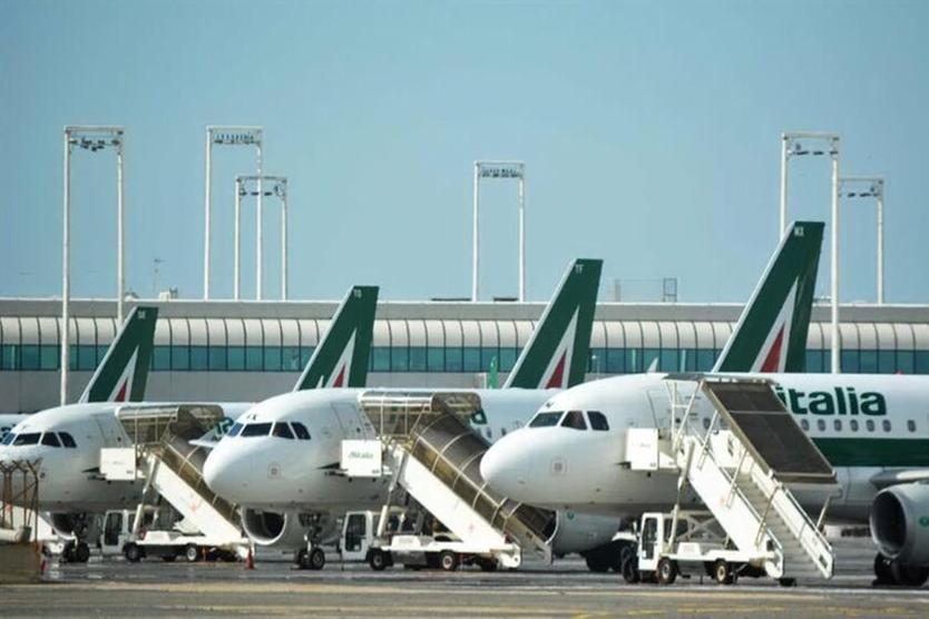 Alitalia paga il 50% degli stipendi, il resto dopo la gara per la cessione del marchio