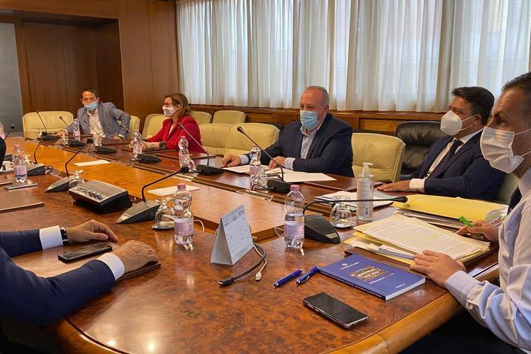 I capigruppo di maggioranza e il commissario dell'Ats Massimo Temussi (foto Murgia)
