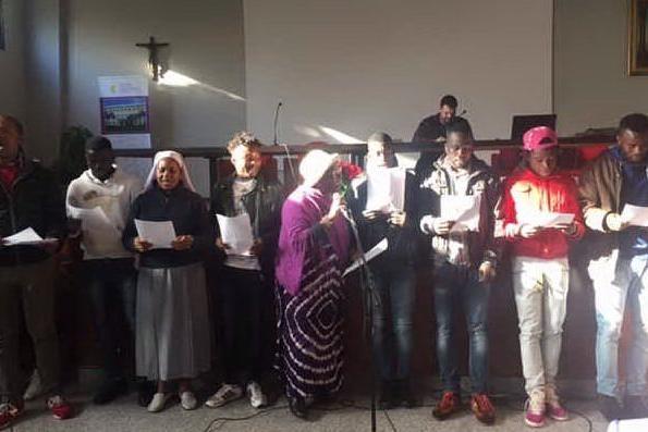 Il Natale degli immigrati, incontro con il vescovo a Cagliari