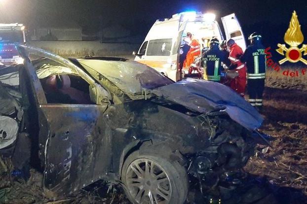 Auto si ribalta sulla provinciale 9, un ferito in ospedale
