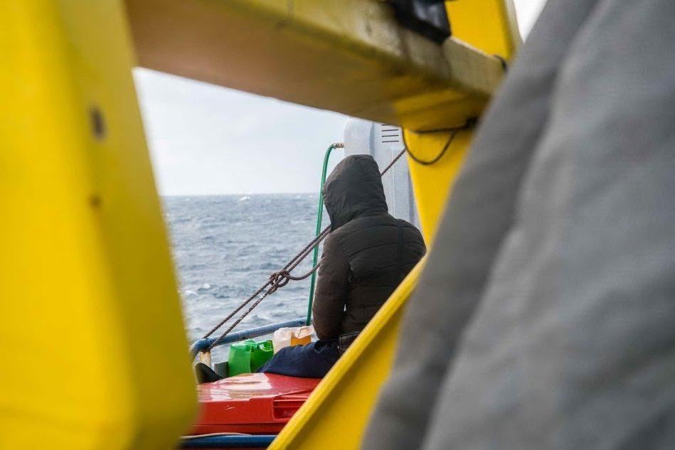Sbarcate a Taranto le 119 persone a bordo della Sea Watch