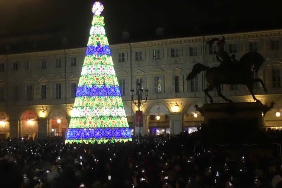 A Torino si accendono le luci in piazza