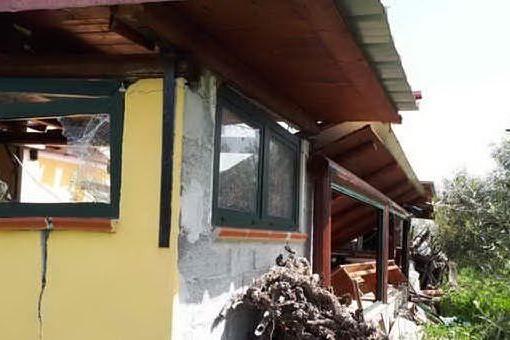 L'ultimo attentato che ha colpito la Sardegna, un ordigno nella casa di campagna del vicesindaco di Esporlatu