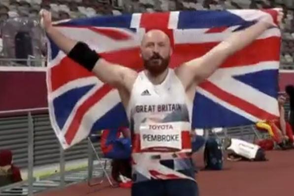 Cala Gonone, l'olimpionico Pembroke dona la sua medaglia d'oro a un ragazzo Down