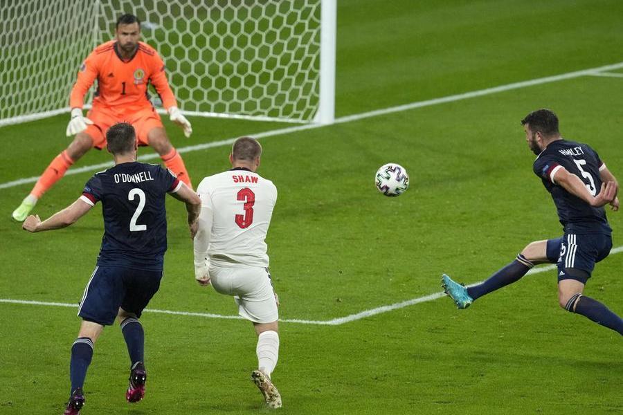 Europei, Inghilterra-Scozia 0 a 0. La Svezia batte la Slovacchia per 1-0