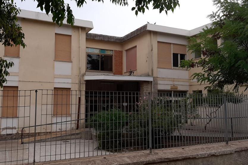 La scuola primaria di Olmedo (foto Tellini)