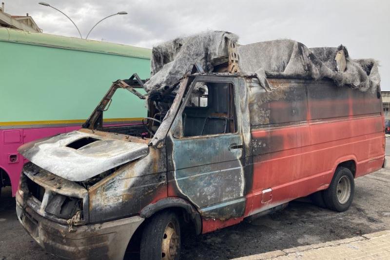 Due veicoli a fuoco: torna l'incubo piromani a Sassari