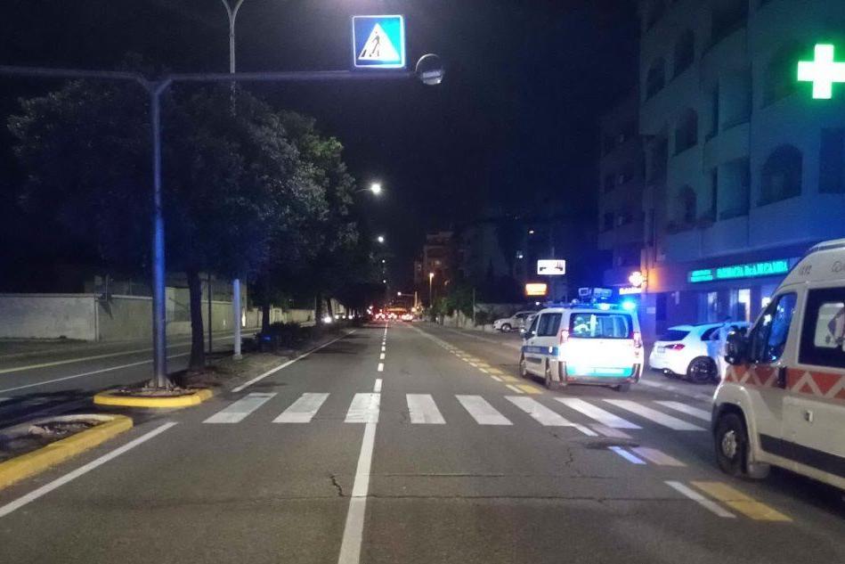 Cagliari, donna travolta da un'auto mentre attraversa sulle strisce