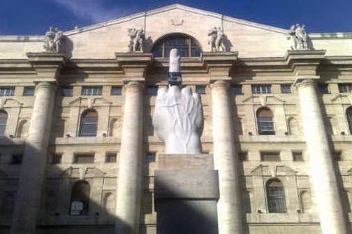 L'effetto Macron spinge in alto le Borse europee, Milano chiude a +4,7%