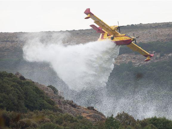 Roghi, continua la battaglia contro il fuoco: ancora fiamme nell'Oristanese
