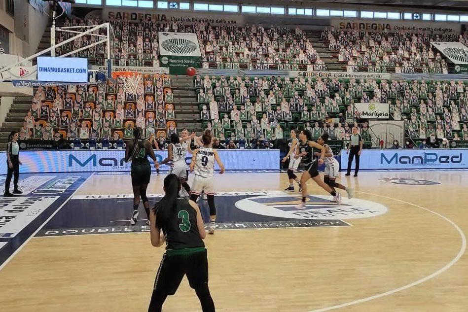 Basket femminile: Dinamo corsara a Lucca, vince 64-54
