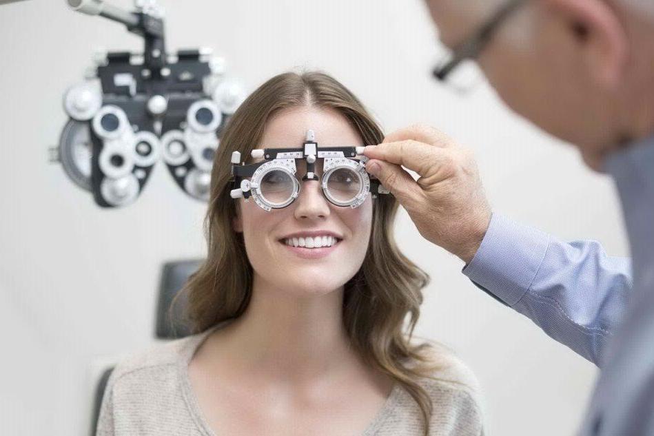 La miopia sempre più diffusaOltre agli occhiali, c'è il laser