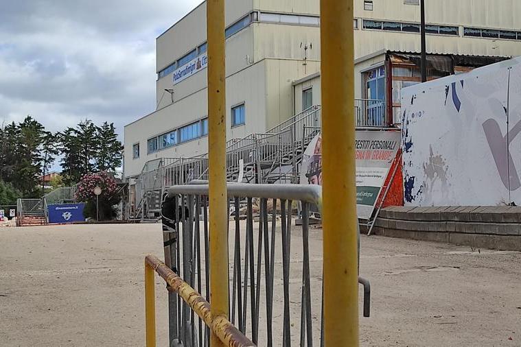Il cantiere chiuso del PalaSerradimigni (L'Unione Sarda - Marras)