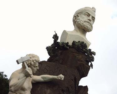 Il monumento dedicato a Quintino Sella a Iglesias (Archivio L'Unione Sarda)