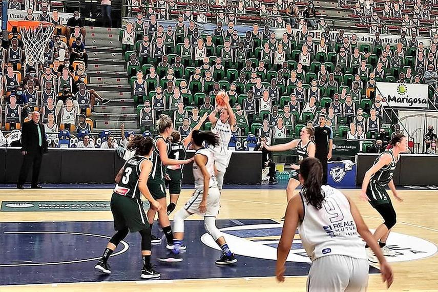Basket femminile: la Dinamo debutta in Eurocup con la vittoria sul Grengewald 85-67